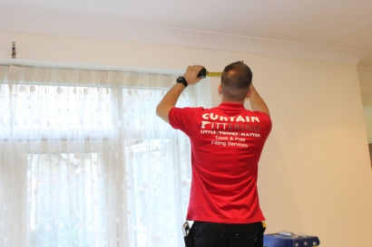 curtain fitter ealing